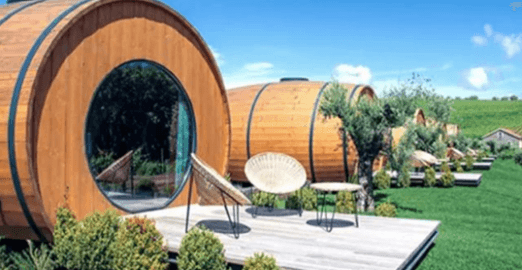Enjoy your holiday while resting in a wine barrel-shaped room.