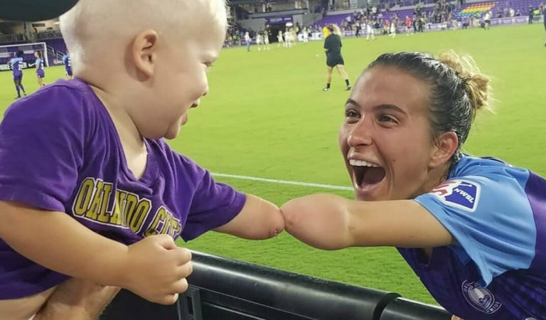 Photo of a soccer player sharing her similarity with one-year-old fan goes viral.