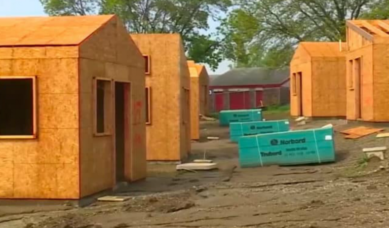 The city of Kansas is refusing to leave veterans in the streets and is building houses for them, hoping to inspire a new movement.