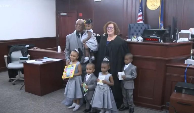 Single father adopts five siblings so they can grow up together